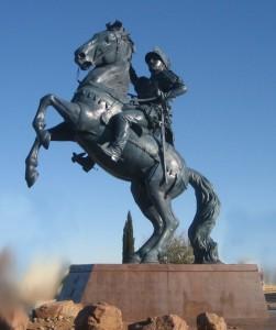 Bronze_equestrian_statue_of_Don_Juan_de_Oñate_Salazar_by_John_Sherrill_Houser,_El_Paso_International_Aitport,_2006